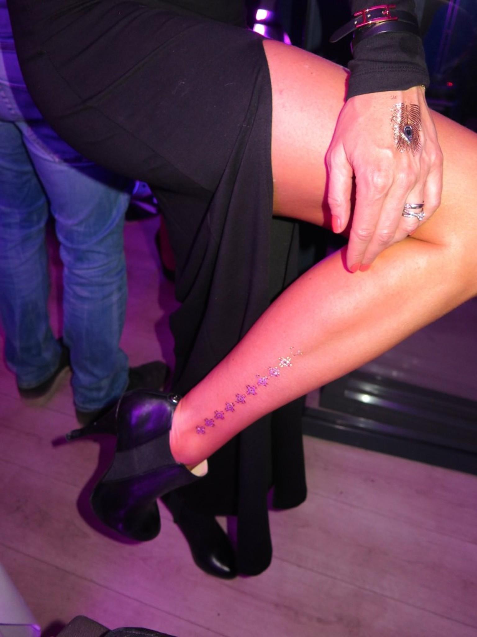 Kathrine Sørlands hot golden Tattoos.