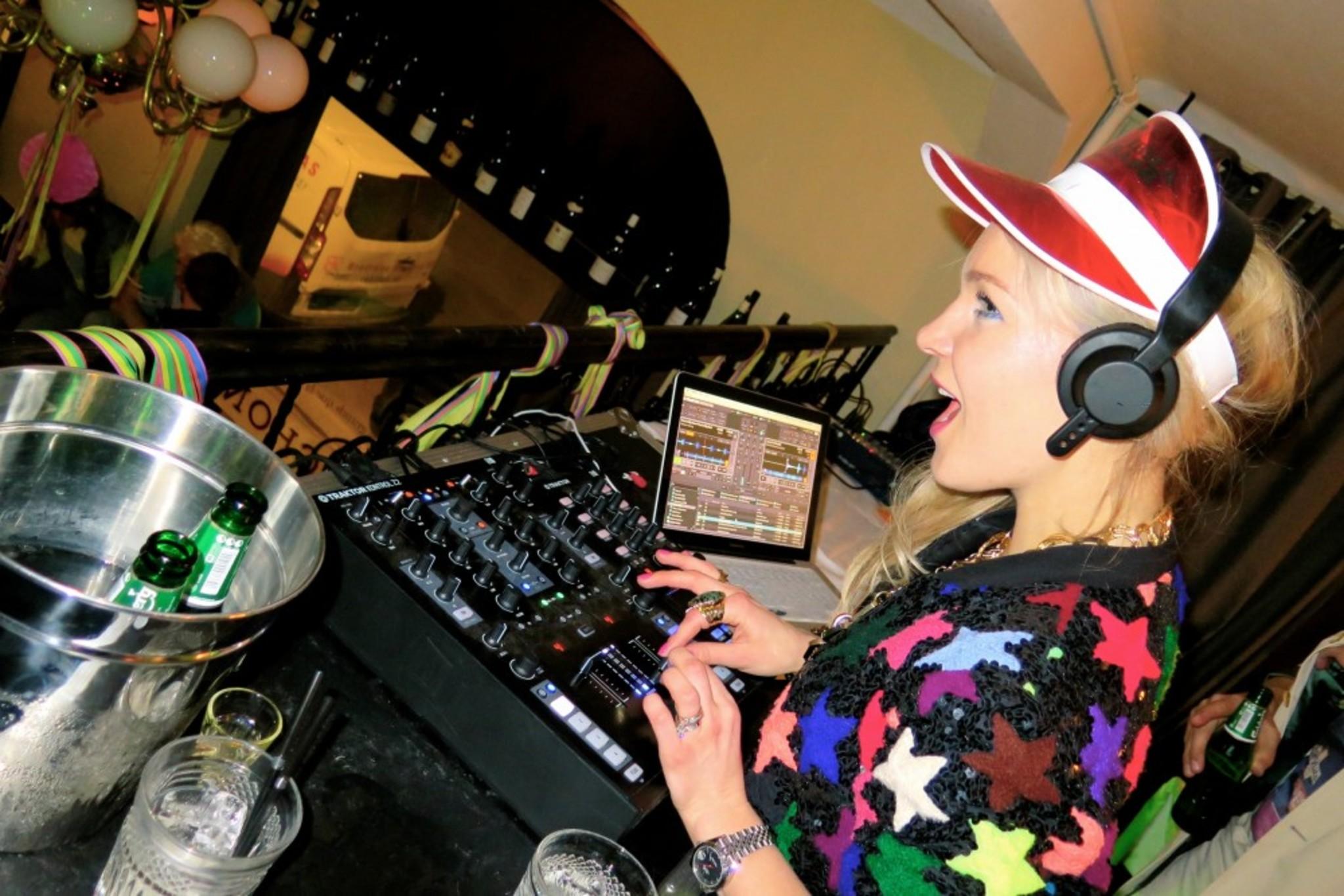 me as a DJ <3